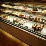 45441568 - ケーキのショーケース