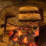 雲峰荘 - チェックイン後は、いろりでお餅を焼いて食べます