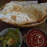 タージマハル - Aランチ(ナン&サラダ&バターチキン)