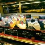 上島珈琲店 - う~~ん、そそられるが、ぐっと我慢!