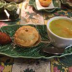 カステラ ド パウロ - バカリャウ、エンパーダ・デ・フランゴと野菜スープのセット