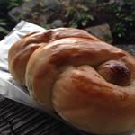 45448214 - ぶどうパン。いわゆるレーズンパンですね。レーズンがこれでもかと入っております。