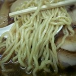 45449110 - 固めに茹でられた中細麺、これも旨い!
