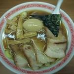45449123 - 味玉チャーシュー麺(950円)です。三角形の海苔が春木屋を彷彿させます。