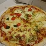 ピザッツ - 料理写真:クゥーター プレミアムチーズリッチ(もちもち疑似タイプ)