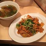 天下一品 - 豚キムチ唐揚げ定食 という胃袋負担率高いメニュー