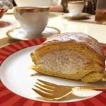 45452089 - シェコーベのロールケーキ 生クリームまろやか(•͈⌔•͈⑅)♡ヘーゼルナッツフレーバーコーヒーと共に