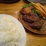 45459543 - 豪快に眼前で焼き上げられるお肉でゴージャスランチっす(゚A゚;)ゴクリ