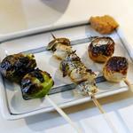 文福 南口店 - 左から 芽キャベツバター串、つぶ貝、にんにく