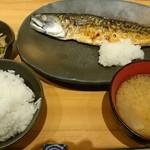 45465138 - 炭火焼きサバの塩焼き定食    ¥920