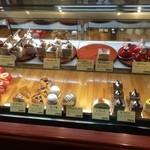 ミリオン洋菓子店 - 鮮やかなケーキ達【内観】