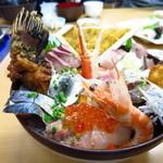 おかもと鮮魚店  - 名物のおかもと丼