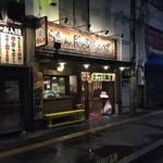豚吉 本店 - お店の外観(早朝)