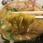 45468049 - こってりしょうゆラーメン(730円)麺リフト