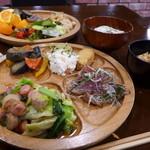 森の家庭料理レストラン - 家庭的な味付けの野菜料理がたっぷり。