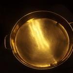 Kinnabe - 席に回ってきた金鍋。これを盃にお酒を飲ませていただきました。