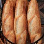 Isoya - フランスパン 1本 200円 12時半焼き上がり(マスター自信作)