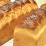 Isoya - イギリスパン  1本 840円  12時焼きあがり(バターを贅沢に使用した、忘れられない味)