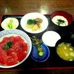 レストラン 銀河亭 - 料理写真:まぐろたっぷりな鉄火丼をみやもりの根わさびをすりおろしていただく贅沢な一品です!