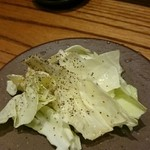 Okaichi - お通しのキャベツは串焼きの合間のお口直し