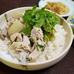 ガムランディー - カオマンガイにタレとパクチーを