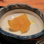 ろばた焼司 - コロッケ定食 (漬物)