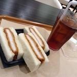 サンドッグ イン 神戸屋 - カツサンド605円とアイスティー302円