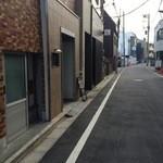 料理屋壱 - 目黒通りから入ってすぐ左側にある