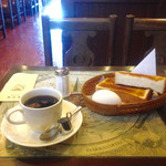 東京堂 - モーニング トースト+ゆで卵  ¥100 ソフトコーヒー  ¥500