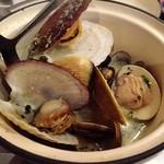 TomTom - 色々な貝の白ワイン蒸し 。(11月下旬)