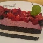 レーサーズカフェ - イチゴとブルーベリーケーキ
