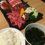 亜李蘭 - 手前 ご飯(中)わかめスープ