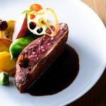 タストゥー - 青森県産小鴨胸肉のロティ、赤山椒