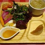 キッチンカリオカ - 本日のはまっこセットのサラダ+スープ