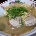 三洋軒よかろ - 料理写真:なかなかパンチのあるアブラぎっしゅなスープでした。