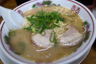 三洋軒よかろ - なかなかパンチのあるアブラぎっしゅなスープでした。