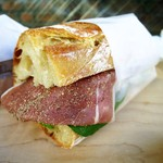 Camelback sandwich&espresso - パルマ産生ハム、トマト、ルッコラ、極上のオリーブオイル