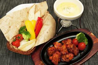 TAK CAFE - お肉もお野菜も食べられるチーズフォンデュセット