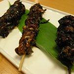 鯉清 - (2010/6月)「串焼き3点盛」ひれ、肝、かぶと