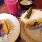 わがまま農園Cafe - ランチのカボチャサラダと望来豚の照り焼きのサンドウィッチ(1000円)