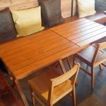 わがまま農園Cafe - 北側のテーブル席