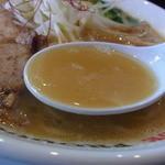 ラーメンキャロル - 旨みとコクが詰まった黄金色のスープ