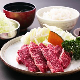 【ランチ定食】カルビ、ロース、牛タン、ホルモンなど880円~