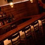 ラヴェイン - 店内写真:カウンター9席 テーブル8席(テーブル最大12席)