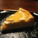 町家盆栽Cafe コトノハ - 桃のチーズケーキ450円(ドリンクとセットにすると100円引き)
