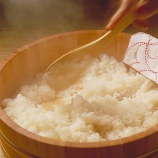 にぎり・温度に拘ったシャリ-新潟県魚沼産コシヒカリ使用-