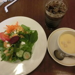 45519842 - サラダとコーンスープ