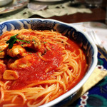 アリオ・エ・オリオ - トマトソースのパスタ 今日は季節限定の牡蠣で。