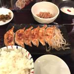 浜太郎 - レディースセット  680円 ご飯、赤だし、餃子8個、切り干し大根の煮物、杏仁豆腐、漬物