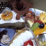 45523153 - 各種ケーキ